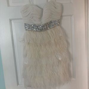 Dresses & Skirts - White feather cocktail dress